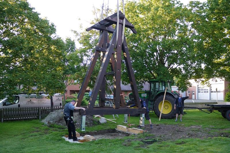 Der neue Glockenturm steht!